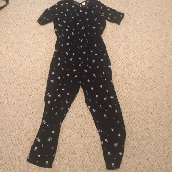 Old Navy Pants - Old Navy Romper jumpsuit  with pockets Medium